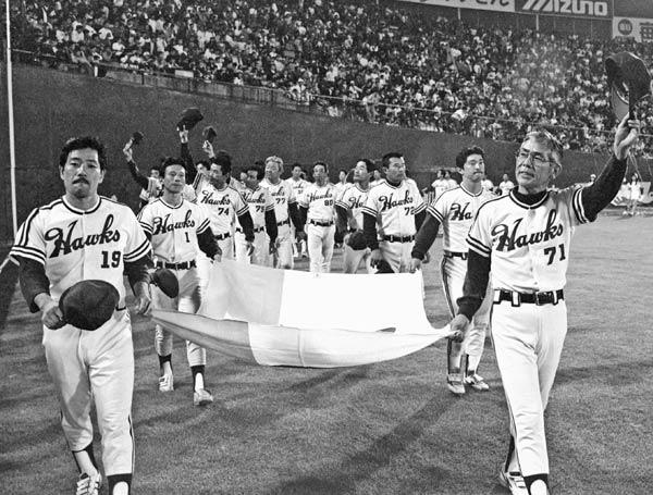 南海ホークス(3) 野村克也は77年限…:パ・リーグ「消えた」球団 ...