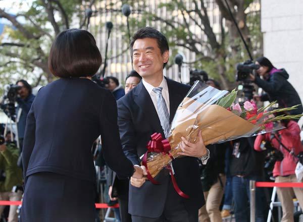 任期満了に伴い、18日付で退任する大阪市の橋下徹市長(…:橋下徹氏 ...