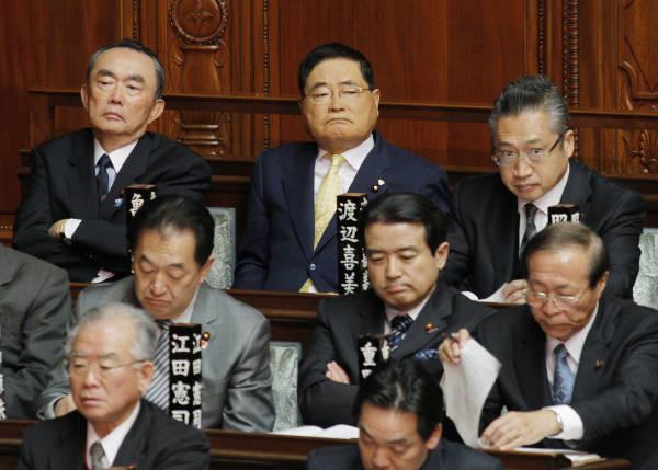 衆院本会議で閣僚の演説を聞く(左上から右へ)平…:政治家・亀井静香 ...