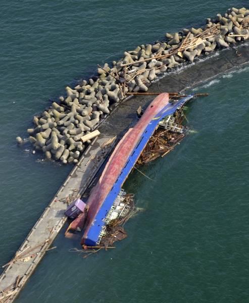 宮城県の石巻港で、津波のため転...