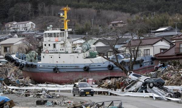 東日本大震災】船舶被害 写真特...