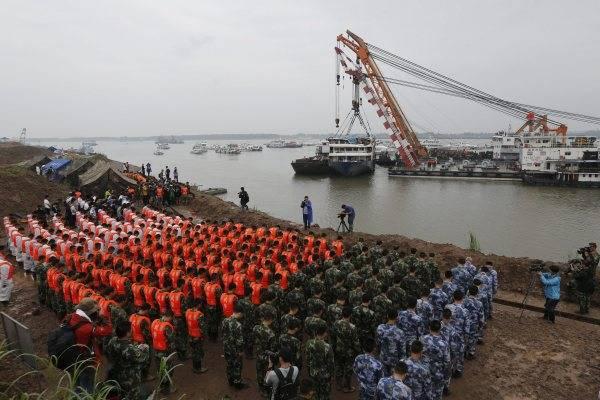 長江で450人余乗せた客船転覆 写真特集