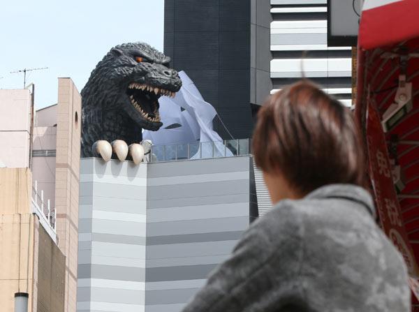 東京・新宿にゴジラ出現!? 写真特集