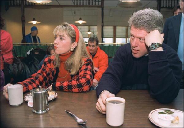 民主党大統領候補時代のビル・クリントン氏…:ヒラリー・クリントン氏 ...