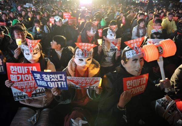 米国との米韓自由貿易協定(FTA)批准に抗議してデモ…:怒れる農民 ...