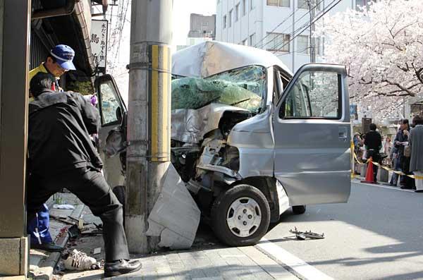 京都・祇園で交通事故 写真特集