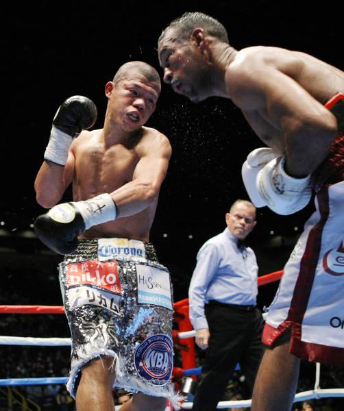WBAバンタム級王座決定戦の11回...