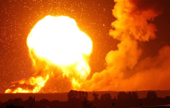 ウクライナで武器庫爆発 写真特...