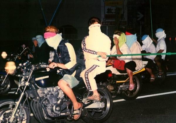 集団で暴走行為を行う少年ら[広島…:警察VS暴走族 果てしなき戦い ...