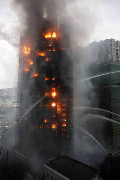 上海高層マンション火災 写真特集