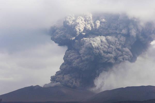 新燃岳噴火 写真特集