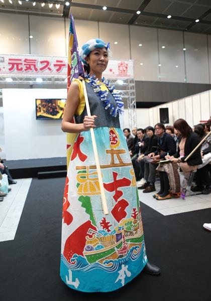 「被災地に元気を」〜大漁旗ファッションショー 写真特集