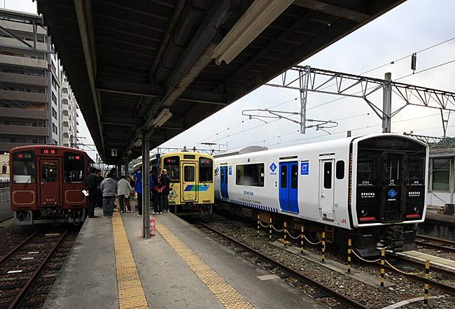 直方駅ではJ…:観光列車「ひとつ...