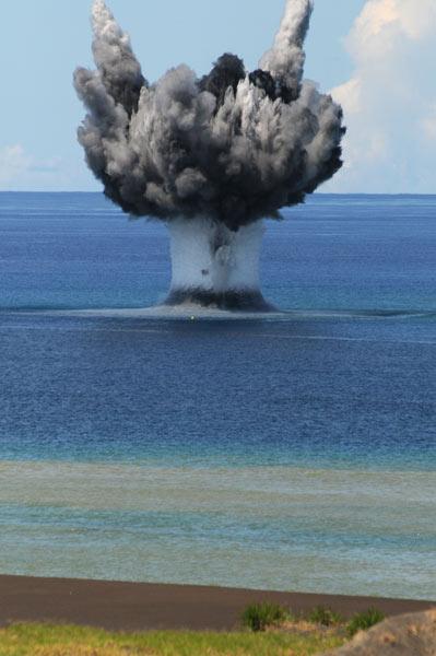 海自掃海艦艇、爆破処理訓練〜本物の機雷を使用〜 写真特集