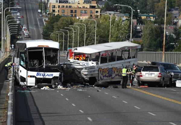 米シアトルでバス事故 写真特集