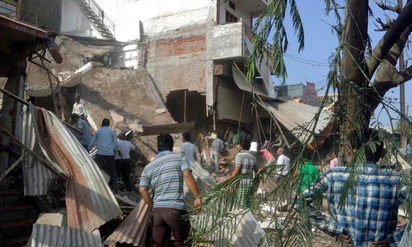 インド 飲食店で爆発、80人超死亡 写真特集
