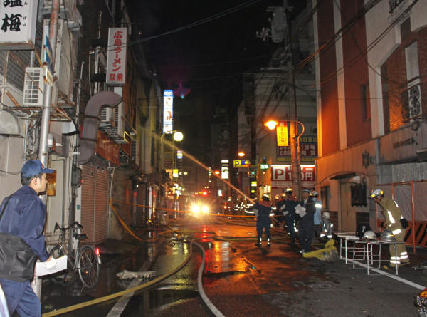 広島ビル火災、3人死亡 写真特集