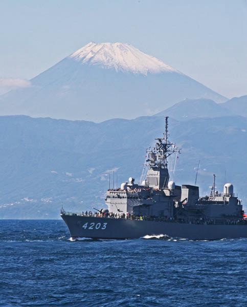 富士山と「てんりゅう」 10月18...