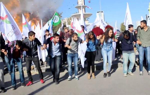 トルコ首都で連続爆発 写真 特集
