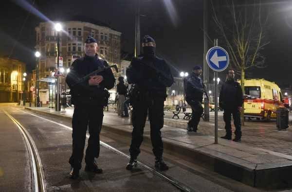 パリで多発テロ〜劇場、競技場で惨劇〜 写真特集