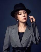 キム・ヨナ、魅惑的な雰囲気の探偵に変身