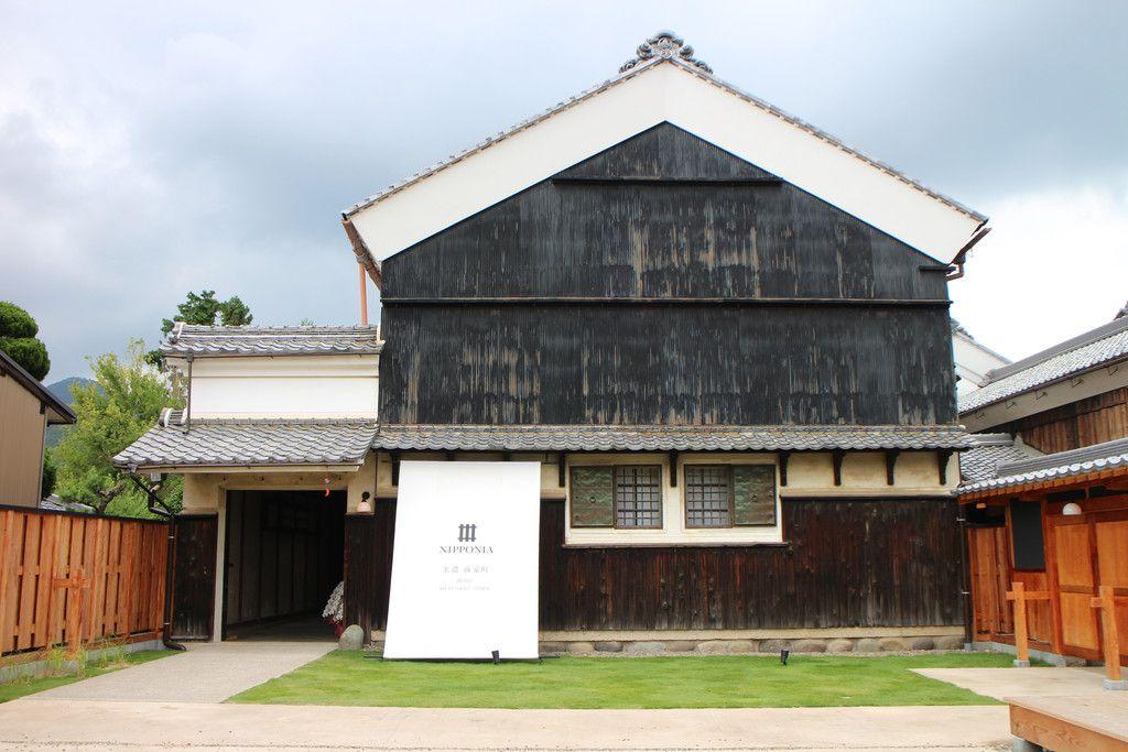 「NIPPONIA(ニッポニア)美濃商家町」の外観=7月、岐阜県美濃市