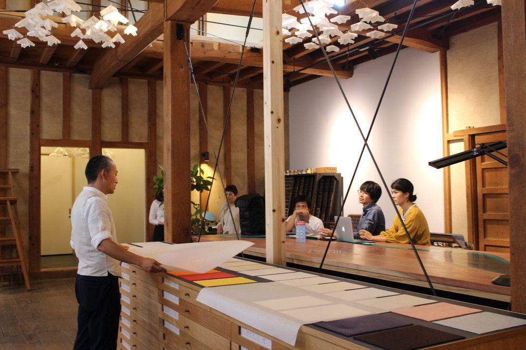 古民家を利用したホテルの敷地内にある、蔵を改装した和紙店=7月、岐阜県美濃市