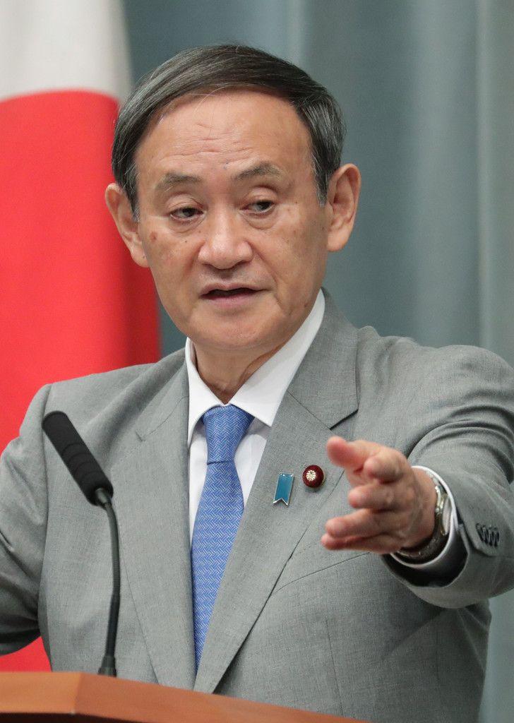 記者会見する菅義偉官房長官=18日午前、首相官邸