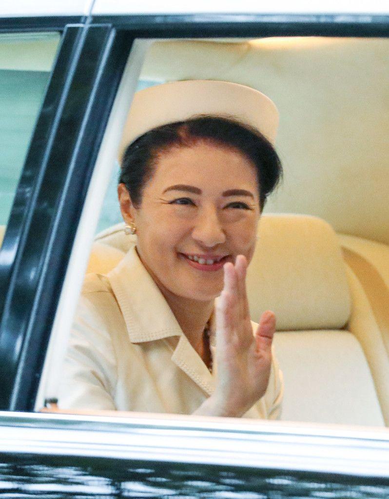 「即位礼正殿の儀」を終え、赤坂御所に入られる皇后さま=22日午後、東京都港区