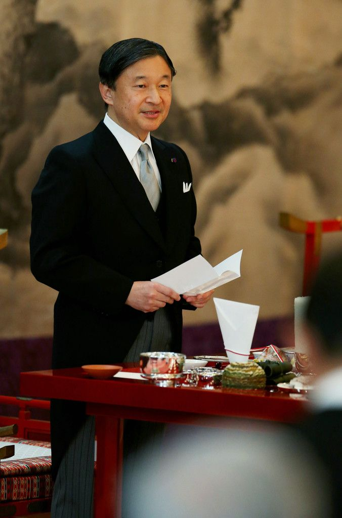 「大饗の儀」でお言葉を述べられる天皇陛下=16日午後、皇居・宮殿「豊明殿」(代表撮影)