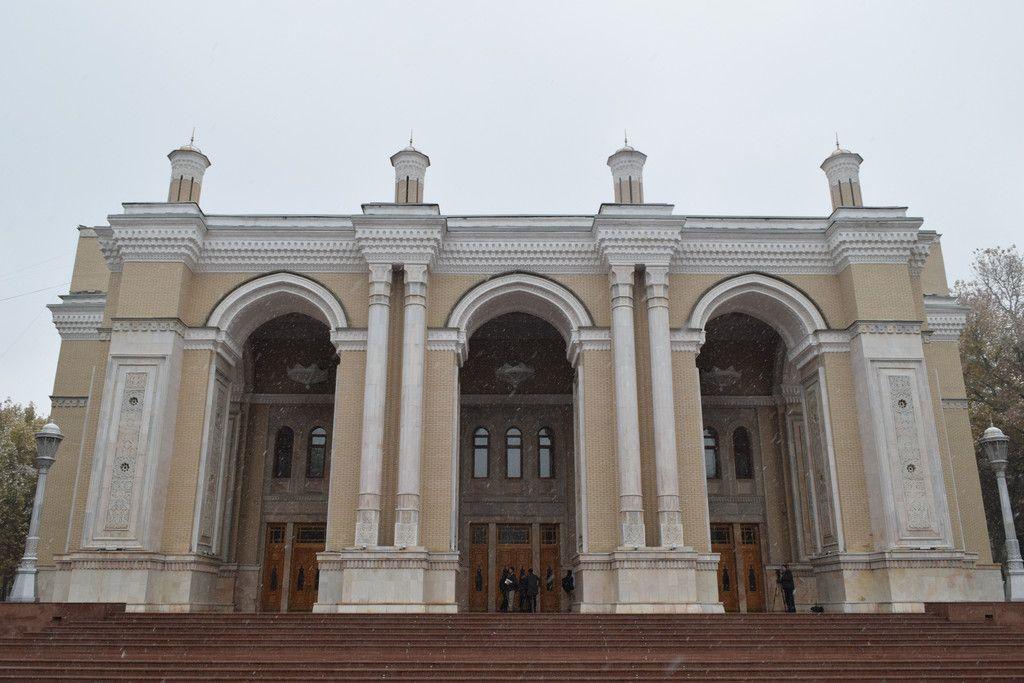 旧ソ連構成国ウズベキスタンの日本人抑留者が建設した歌劇場「ナボイ劇場」=22日、タシケント