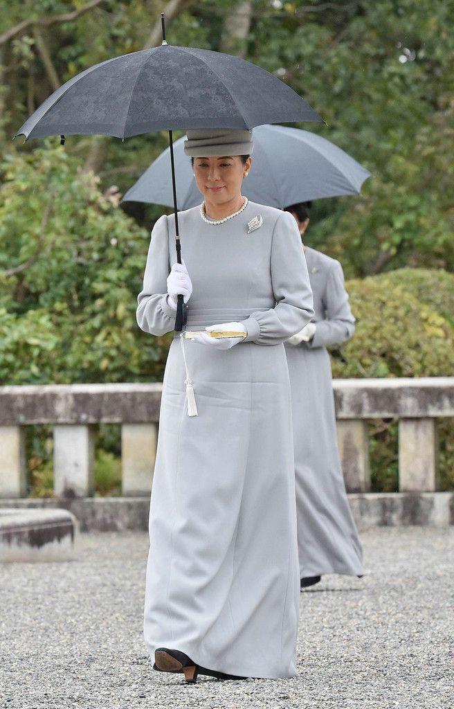 参拝のため明治天皇陵に向かわれる皇后さま=28日午前、京都市伏見区(代表撮影)