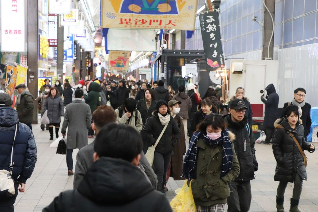 多くの人でにぎわう札幌市内=24日午後