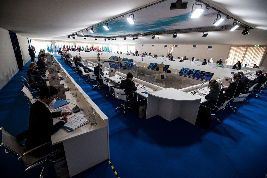 29日、イタリア南部マテラで、20カ国・地域(G20)外相・開発相会合に臨む各国閣僚ら(AFP時事)